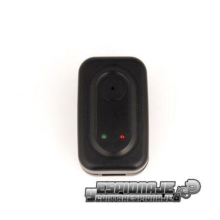 cargador con cámara espía
